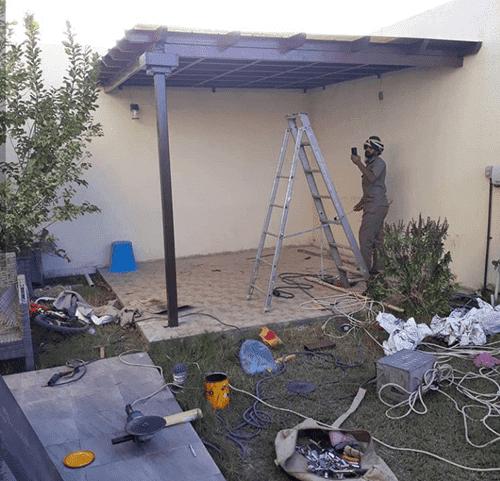 تركيب مظلات حدائق من الخشب الصناعي في الباحة
